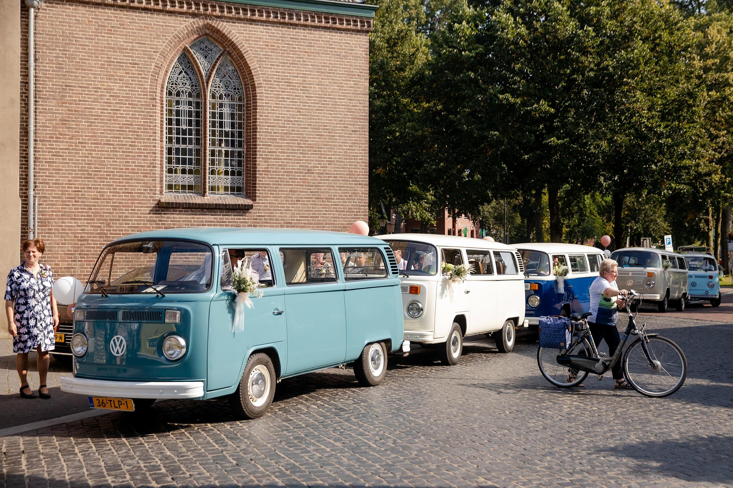 ... om Lunteren een beetje in een feestsfeer te brengen ;-) Bezienswaardigheid zoveel van die mooie busjes bij elkaar.