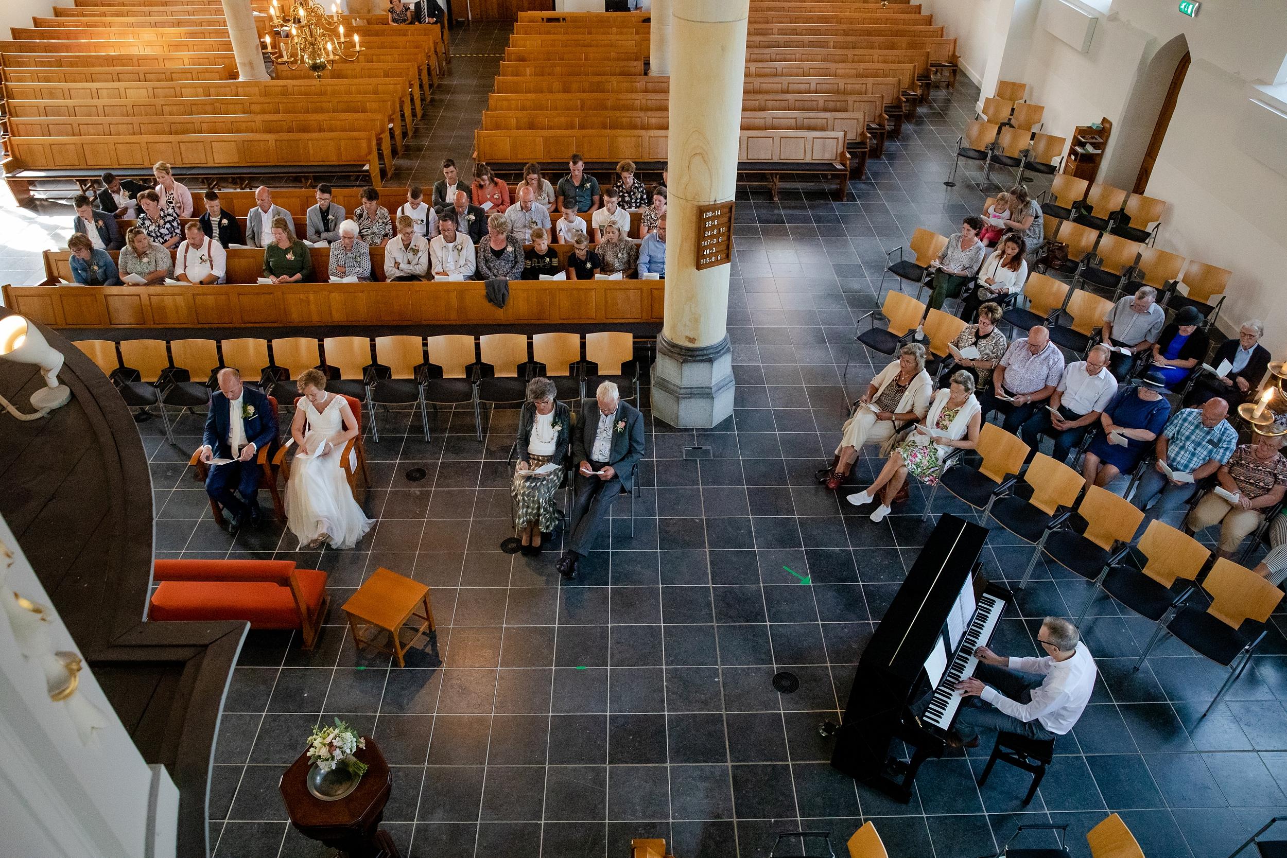 In de Oude Dorpskerk is er een moment van bezinning, rust, zingen, luisteren.